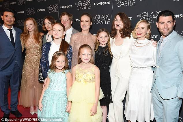 Max Greenfield, Brie Larson, Naomi Watts, Jeannette Walls, Josh Caras, Destin Daniel Cretton, Sarah Snook, Ella Anderson, Sadie Sink, Brigette Lundy-Paine, Chandler Head, and Olivia Kate Rice in The Glass Castle (2017)
