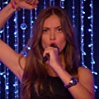 Ana Mena in Vive cantando (2013)