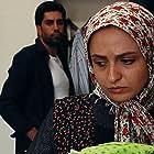 Gelare Abasi and Hessam Bigdelu in Ashya dar ayeneh (2013)