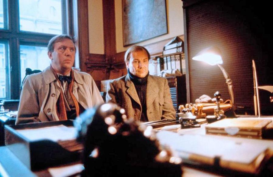 Klaus Maria Brandauer and Vadim Glowna in Georg Elser - Einer aus Deutschland (1989)