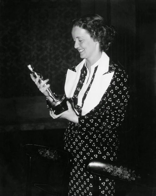 Bette Davis at an event for Dangerous (1935)
