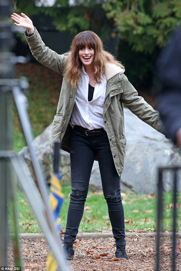 Anne Hathaway in Colossal (2016) 5841ba98130c