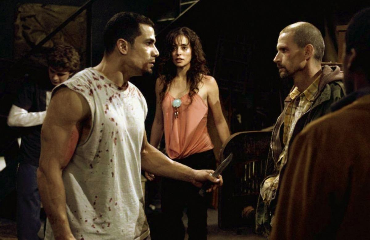 Timothy Burd, Erik Knudsen, Glenn Plummer, Emmanuelle Vaugier, and Franky G in Saw II (2005)