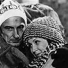 Yvon Deschamps and Rita Lafontaine in Le soleil se lève en retard (1977)