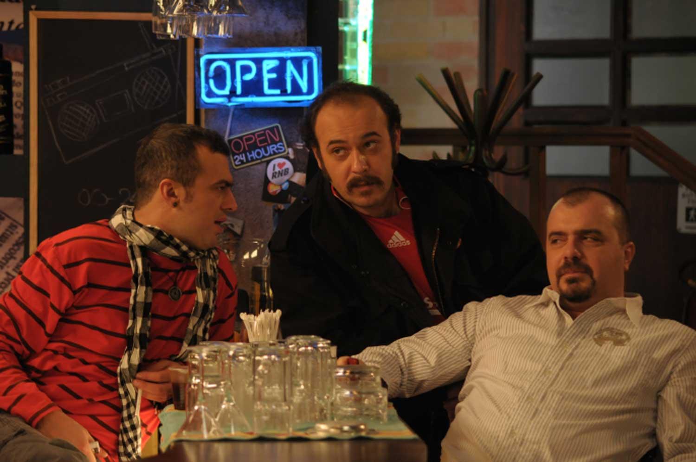 Ljubomir Bandovic, Nikola Kojo, and Sergej Trifunovic in Ono kao ljubav (2009)