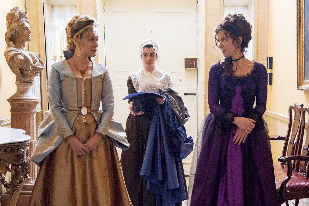 Kate Beckinsale, Chloë Sevigny, dan Olivia Fahy dalam Love & Friendship (2016)