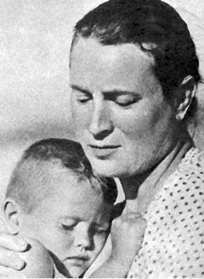 Nikolay Pogodin and Lyubov Sokolova in Istoriya Asi Klyachinoy, kotoraya lyubila, da ne vyshla zamuzh (1966)