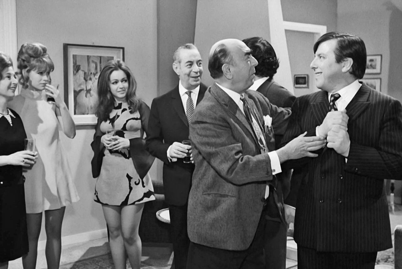 Giorgos Gavriilidis, Anna Paitatzi, Dionysis Papagiannopoulos, Nora Valsami, Kostas Voutsas, and Miranta Morali in O gois (1969)