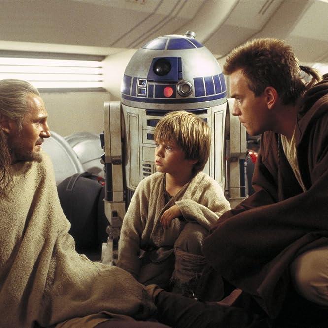 Ewan McGregor, Liam Neeson, Jake Lloyd, and Kenny Baker in Star Wars: Episode I - The Phantom Menace (1999)