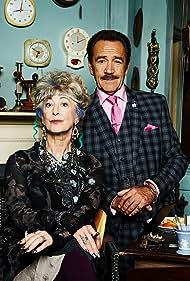 Robert Lindsay and Maureen Lipman in Bull (2015)