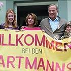 Senta Berger, Heiner Lauterbach, Florian David Fitz, Palina Rojinski, and Marinus Hohmann in Willkommen bei den Hartmanns (2016)