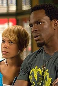 Gbenga Akinnagbe and Toni Trucks in Barbershop (2005)