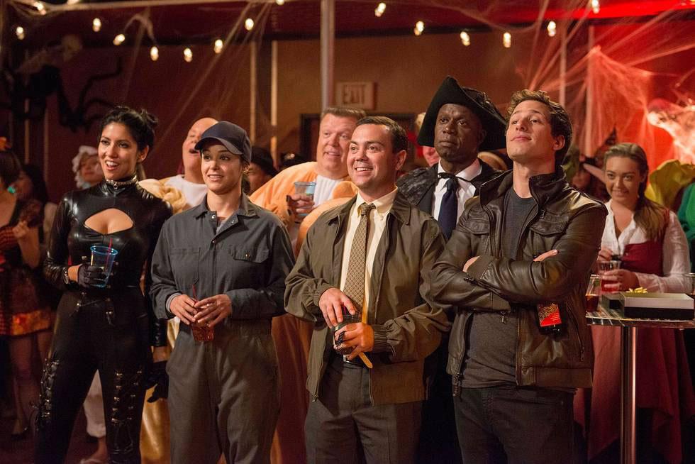 Dirk Blocker, Andre Braugher, Melissa Fumero, Joe Lo Truglio, Joel McKinnon Miller, Andy Samberg, and Stephanie Beatriz in Brooklyn Nine-Nine (2013)