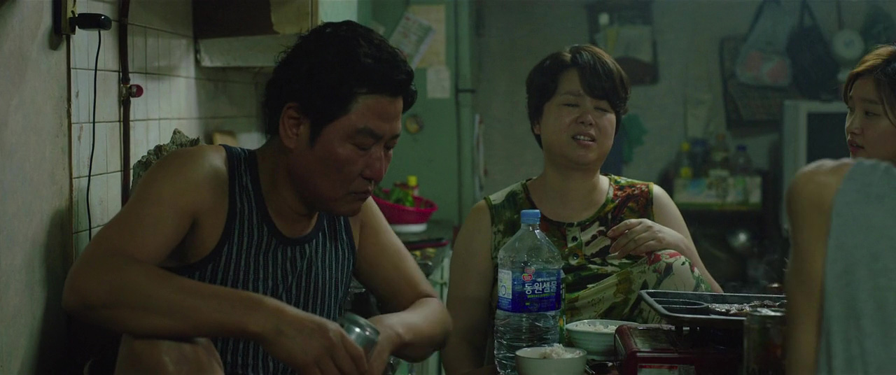 Kang-ho Song and Hye-jin Jang in Gisaengchung (2019)