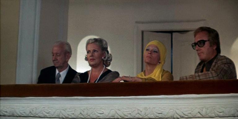 Nadezhda Cherednichenko, Leonid Kuravlyov, and Svetlana Svetlichnaya in Ty - mne, ya - tebe (1977)