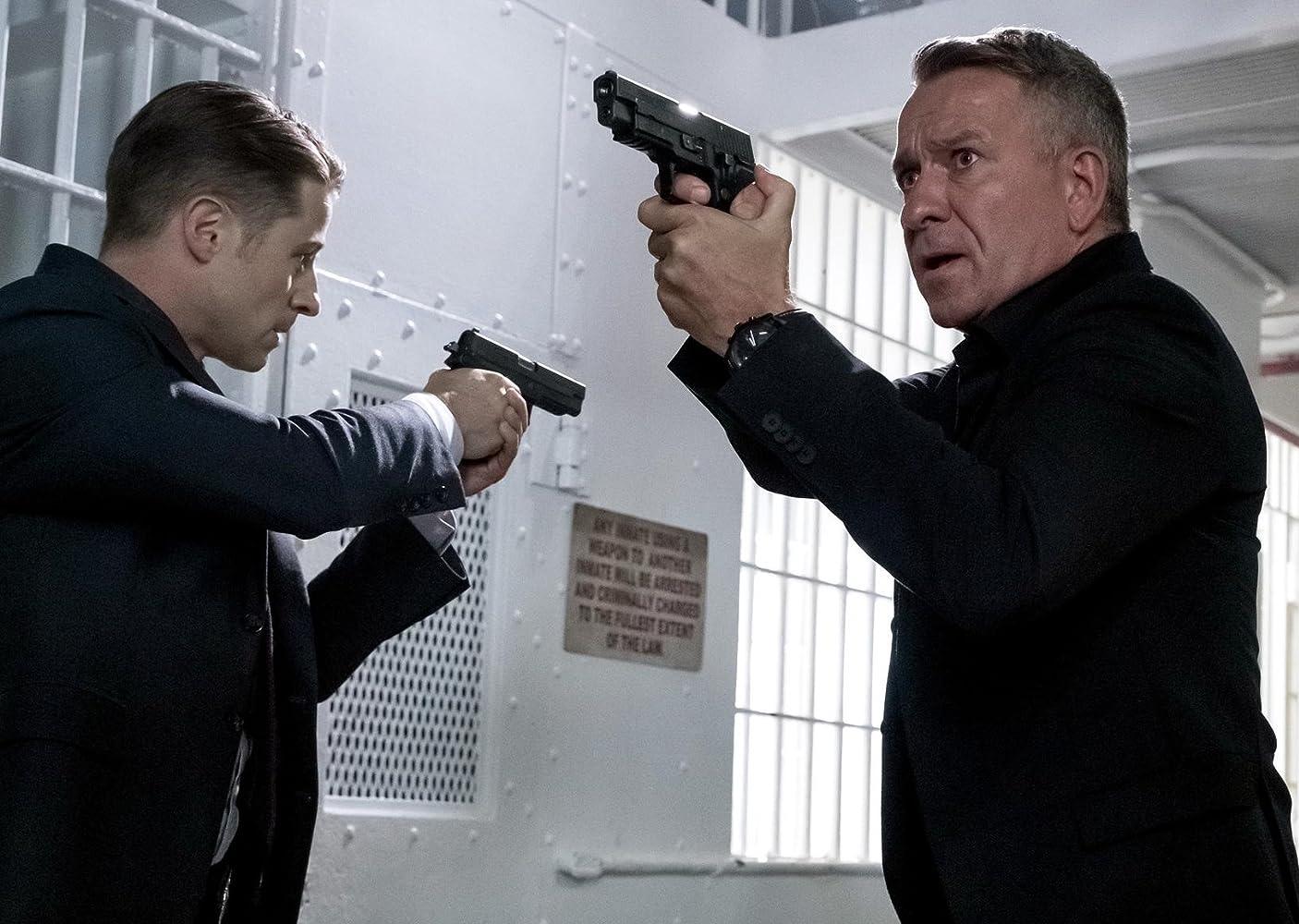 Sean Pertwee and Ben McKenzie in Gotham (2014)