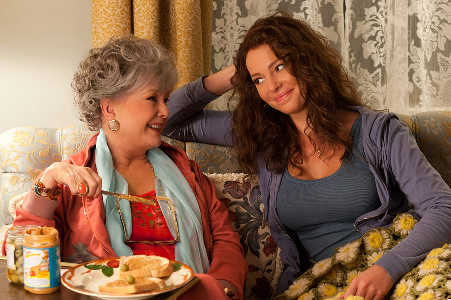 Katherine Heigl and Debbie Reynolds in One for the Money (2012)