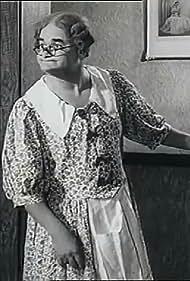Norman Evans in Over the Garden Wall (1950)