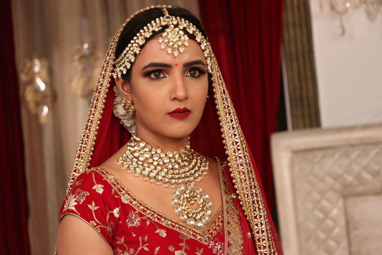 Jasmin Bhasin in Episode #4.13 (2020)