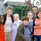 Lucie Barret, Christian Charmetant, Ginette Garcin, Virginie Lemoine, and Samantha Rénier in Famille d'accueil (2001)