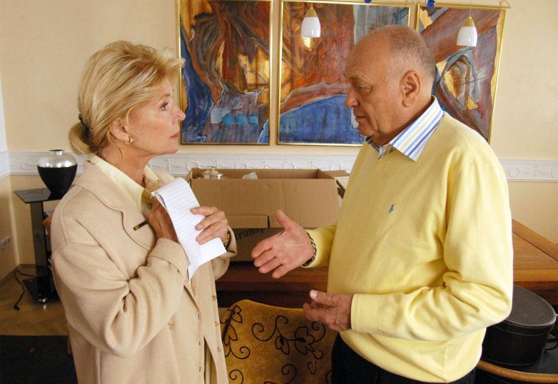 Christiane Hörbiger and Dieter Kirchlechner in Neue Freunde, neues Glück (2005)