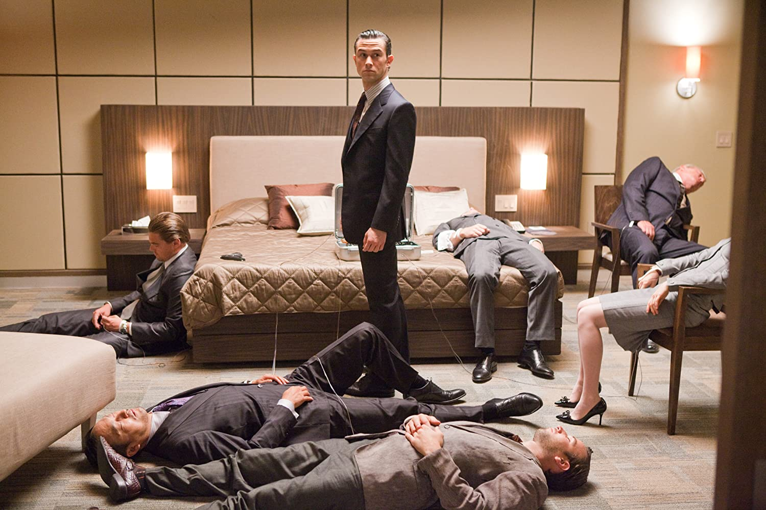 Leonardo DiCaprio, Tom Berenger, Joseph Gordon-Levitt, Tom Hardy, Cillian Murphy, Ellen Page, and Ken Watanabe in Inception (2010)