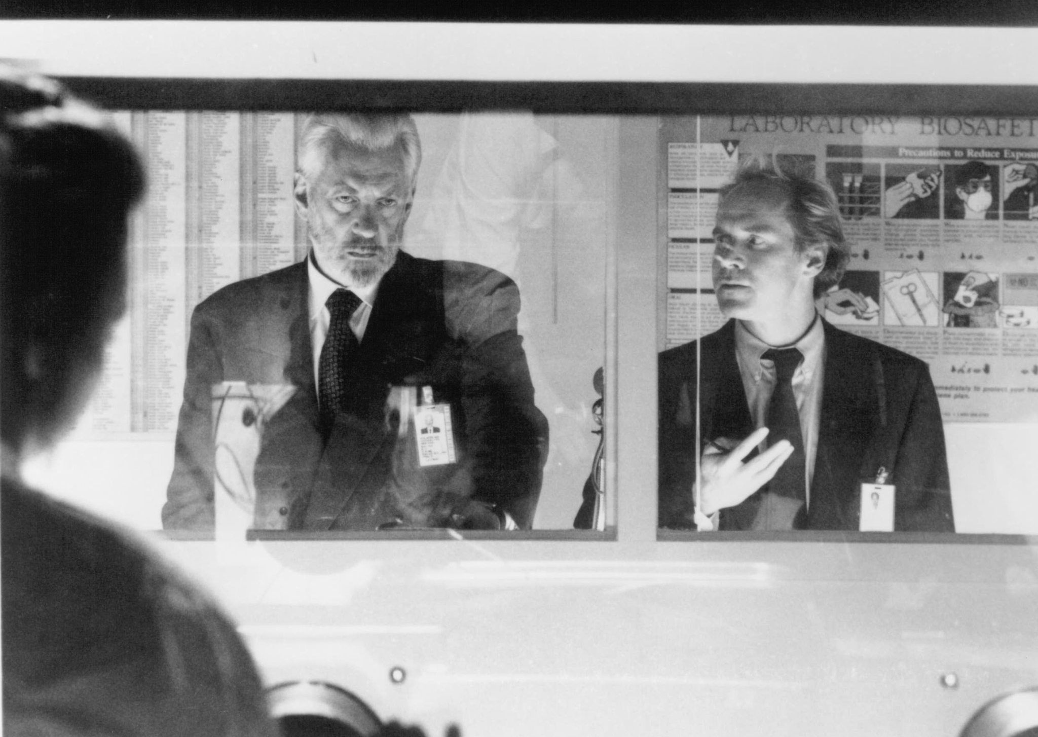 Donald Sutherland and Will Patton in The Puppet Masters (1994)