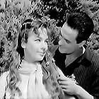 Hristina Sylva and Takis Varlamos in Tyflos angelos (1960)