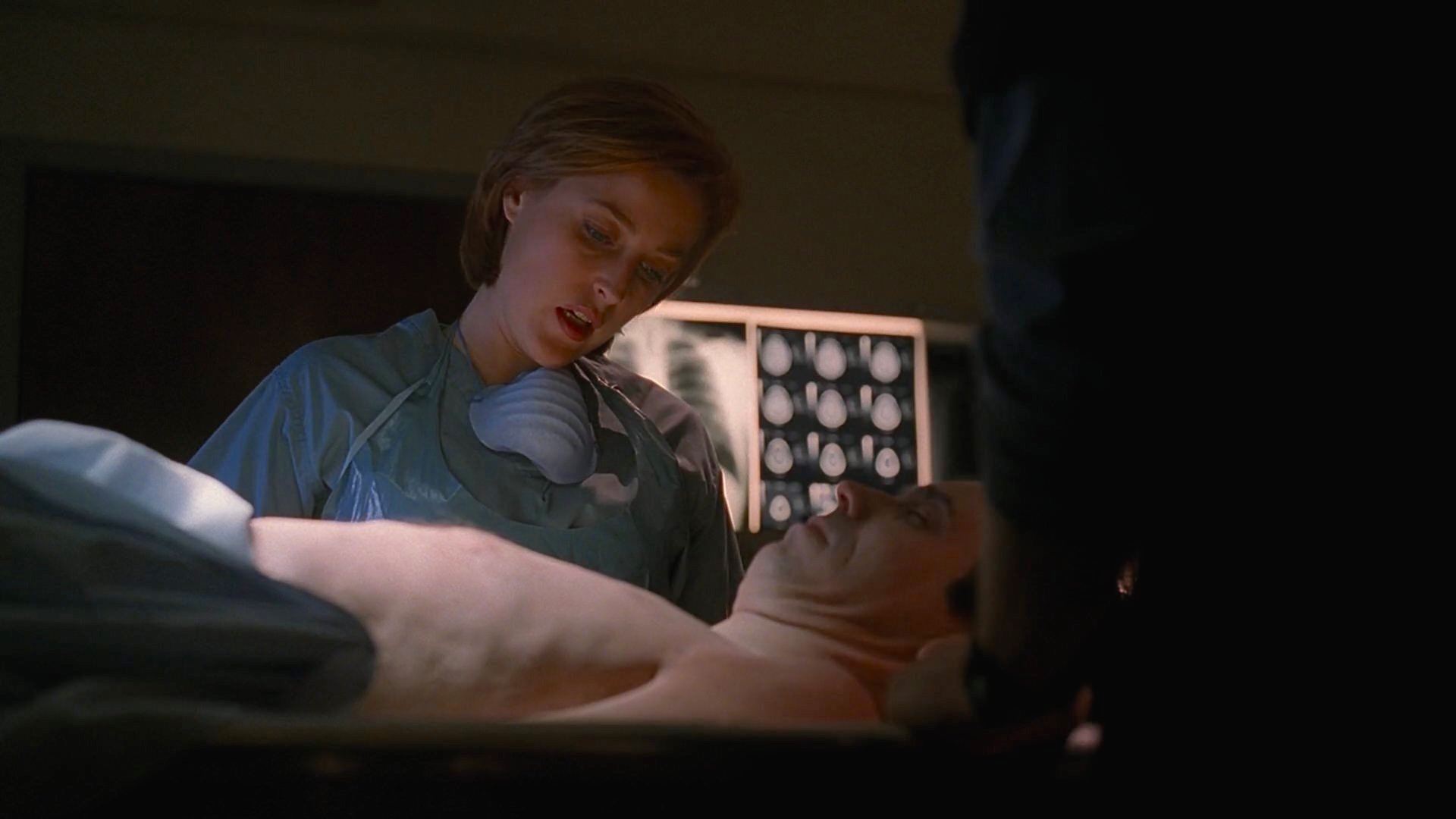 Gillian Anderson and Jim Fyfe in The X Files (1993)