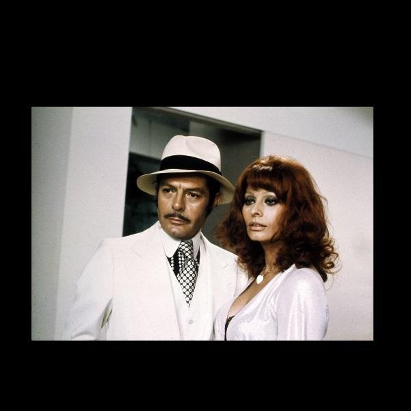Sophia Loren and Marcello Mastroianni in La pupa del gangster (1975)
