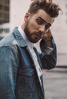 Dustin Milligan Picture