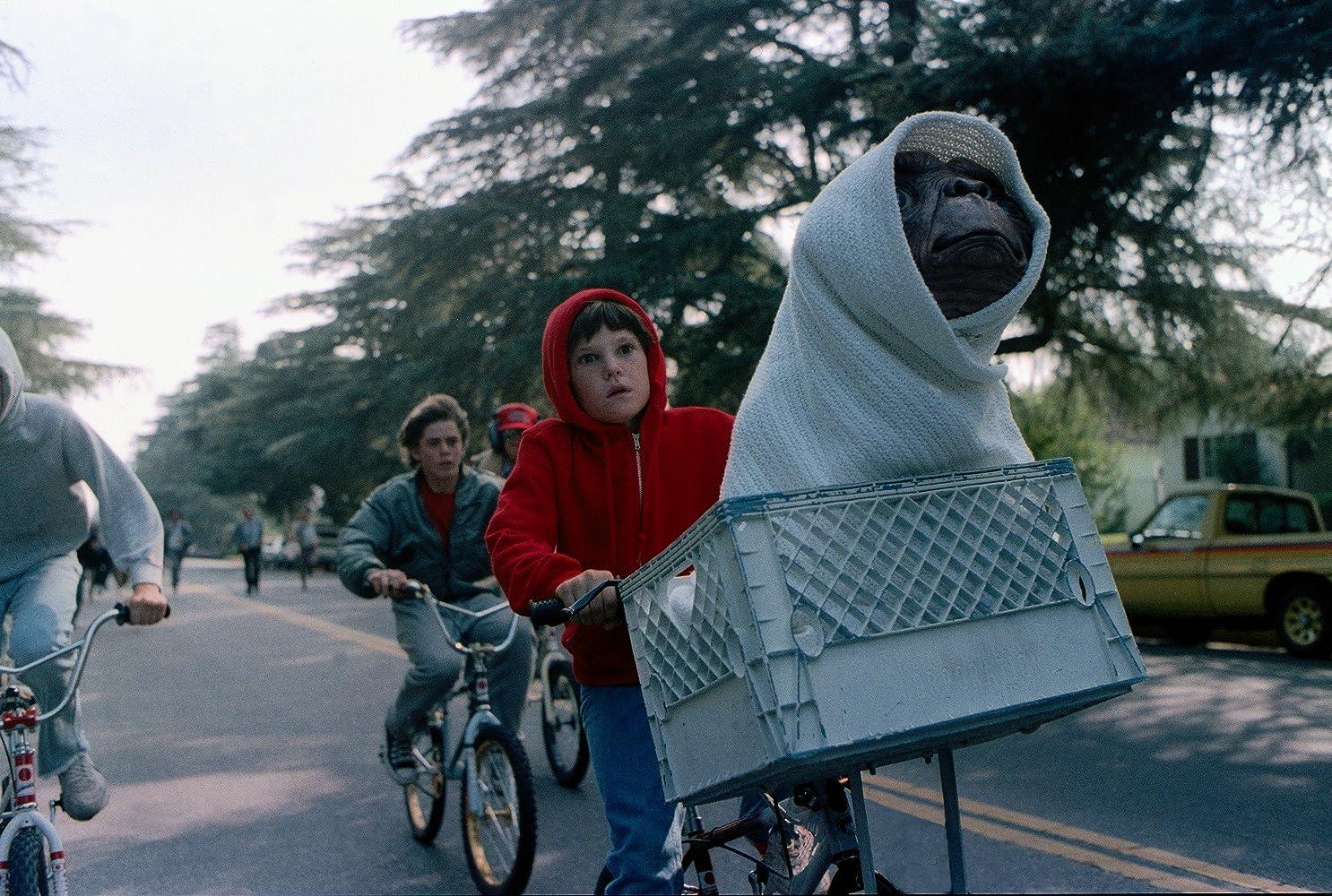 C. Thomas Howell, Henry Thomas, Robert MacNaughton, K.C. Martel, and Pat Welsh in E.T. the Extra-Terrestrial (1982)