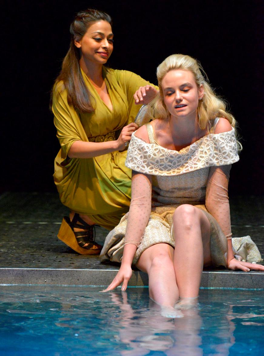 Ayesha Dharker and Joanna Vanderham in RSC Live: Othello (2015)