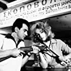 Stefanos Linaios and Aliki Vougiouklaki in To Klotsoskoufi (1960)