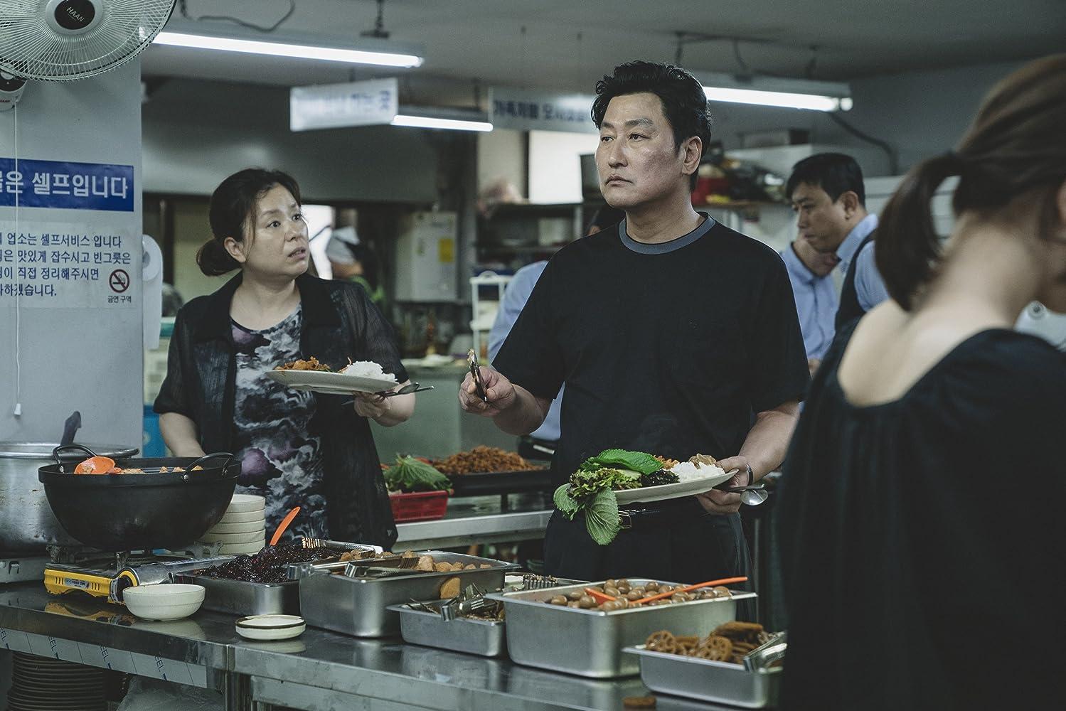 Kang-ho Song and Hye-jin Jang in Gisaengchung (2019)