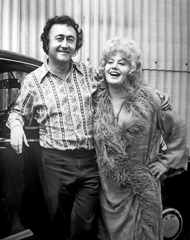 Shelley Winters and Curtis Harrington in Whoever Slew Auntie Roo? (1972)