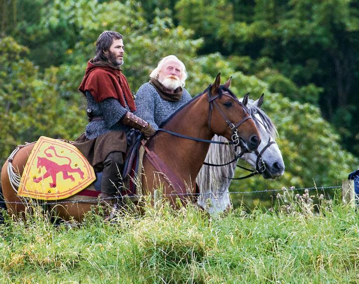 James Cosmo and Chris Pine in Outlaw King (2018)