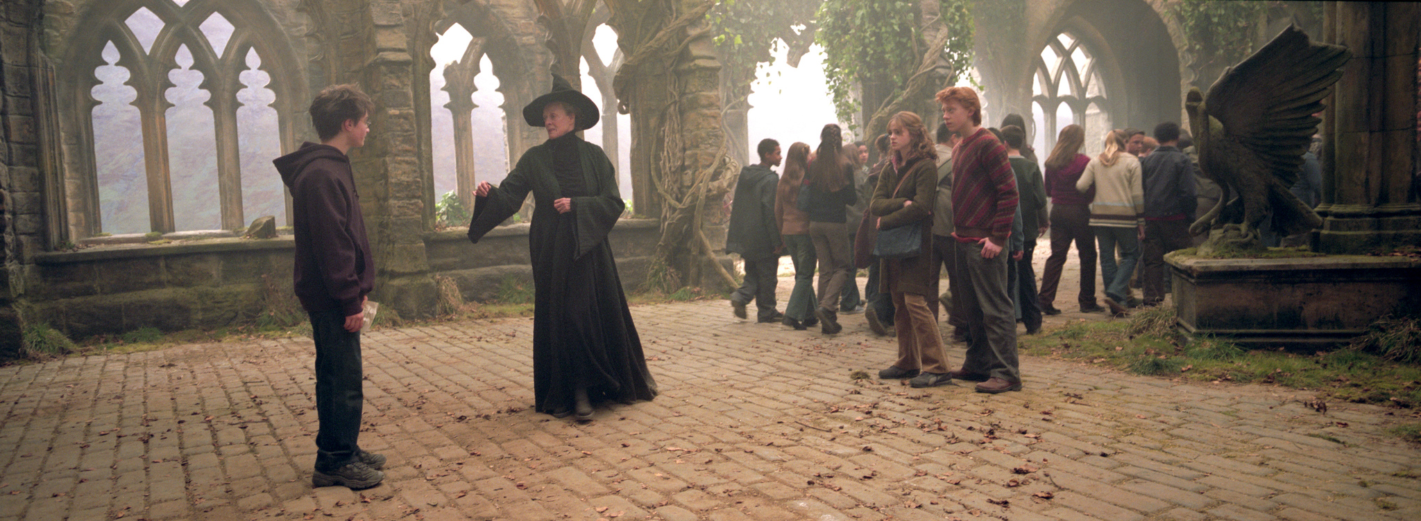 Maggie Smith, Rupert Grint, Daniel Radcliffe, and Emma Watson in Harry Potter and the Prisoner of Azkaban (2004)
