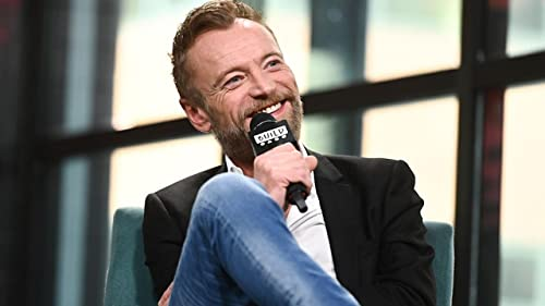 """BUILD: Richard Dormer Finally Met Some Cast Members at the S8 Premiere of """"GoT"""""""