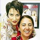 Günay Karacaoglu and Janset in Yarim elma (2002)