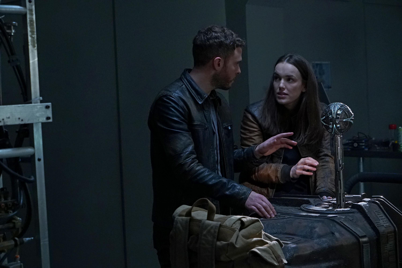 Iain De Caestecker and Elizabeth Henstridge in Agents of S.H.I.E.L.D. (2013)