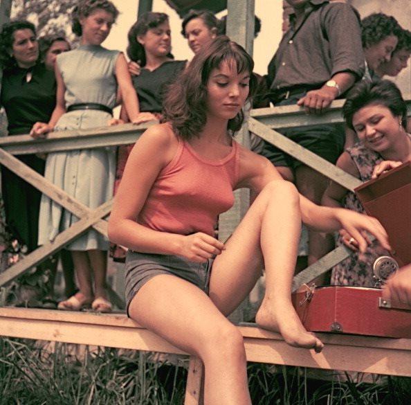 Elsa Martinelli in La risaia (1956)