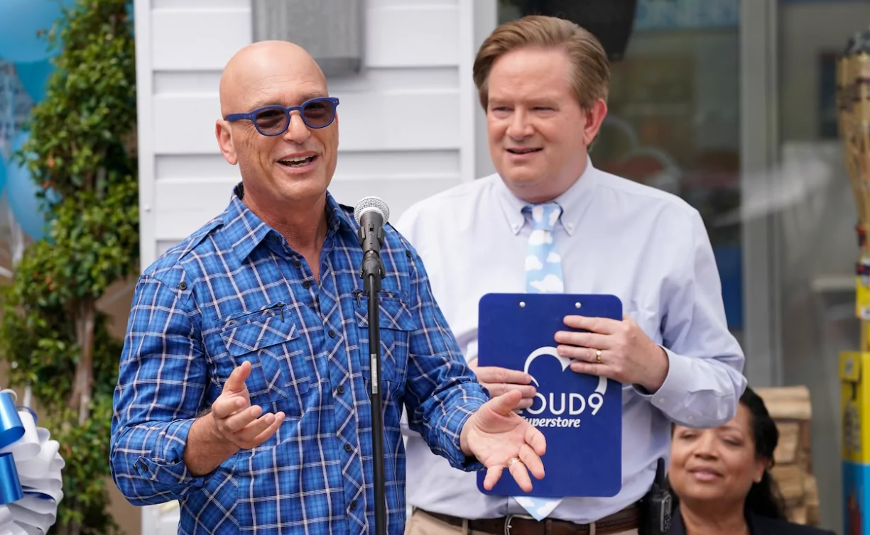Howie Mandel and Mark McKinney in Superstore (2015)