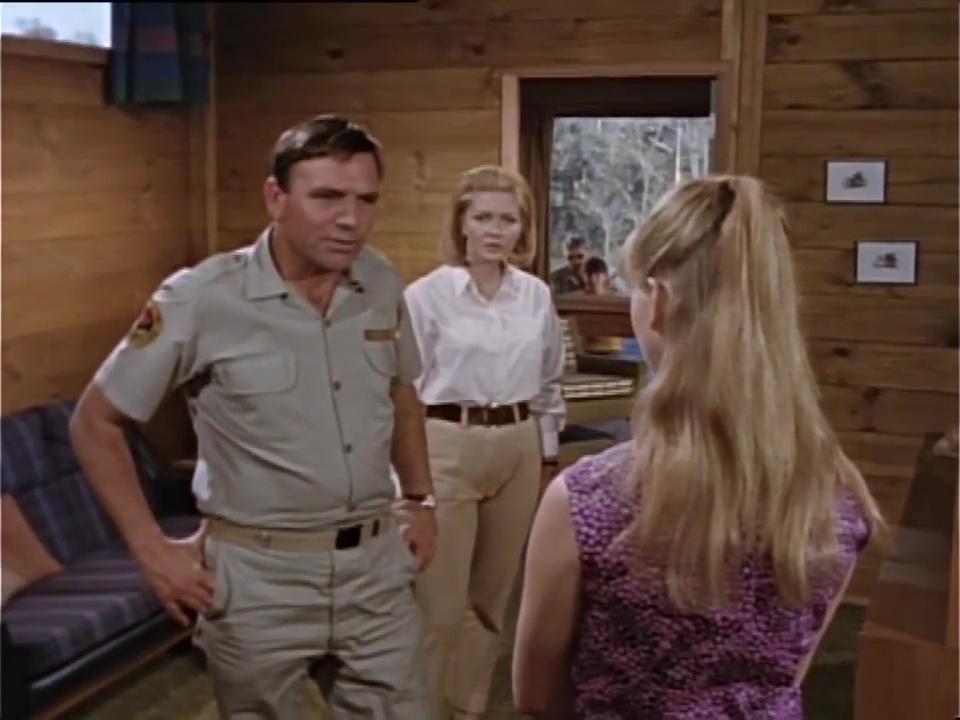 Ed Devereaux, Liza Goddard, and Elke Neidhart in Skippy (1968)