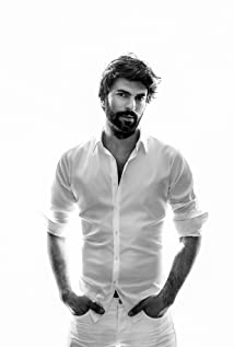 Who is engin akyurek dating now