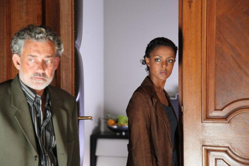 Rolf Kanies and Dennenesch Zoudé in Familiengeheimnisse - Liebe, Schuld und Tod (2011)