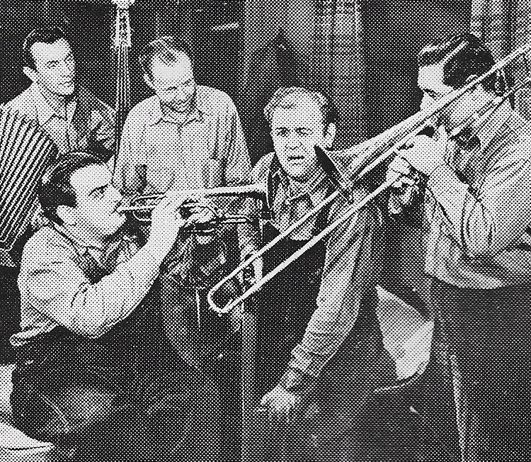 Rufe Davis, Freddie Fisher, and Freddie Fisher's Schnicklefritz Band in Jamboree (1944)
