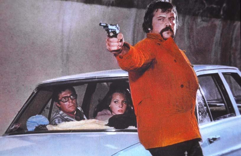 Marcello Mastroianni, Oliver Reed, and Carole André in Mordi e fuggi (1973)