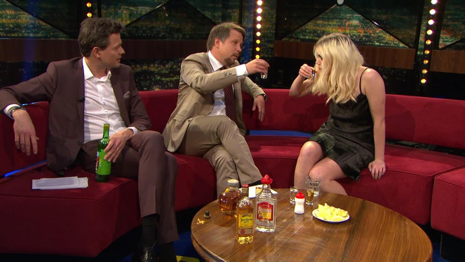Fredrik Wikingsson, Filip Hammar, and Little Jinder in Breaking News med Filip och Fredrik (2011)