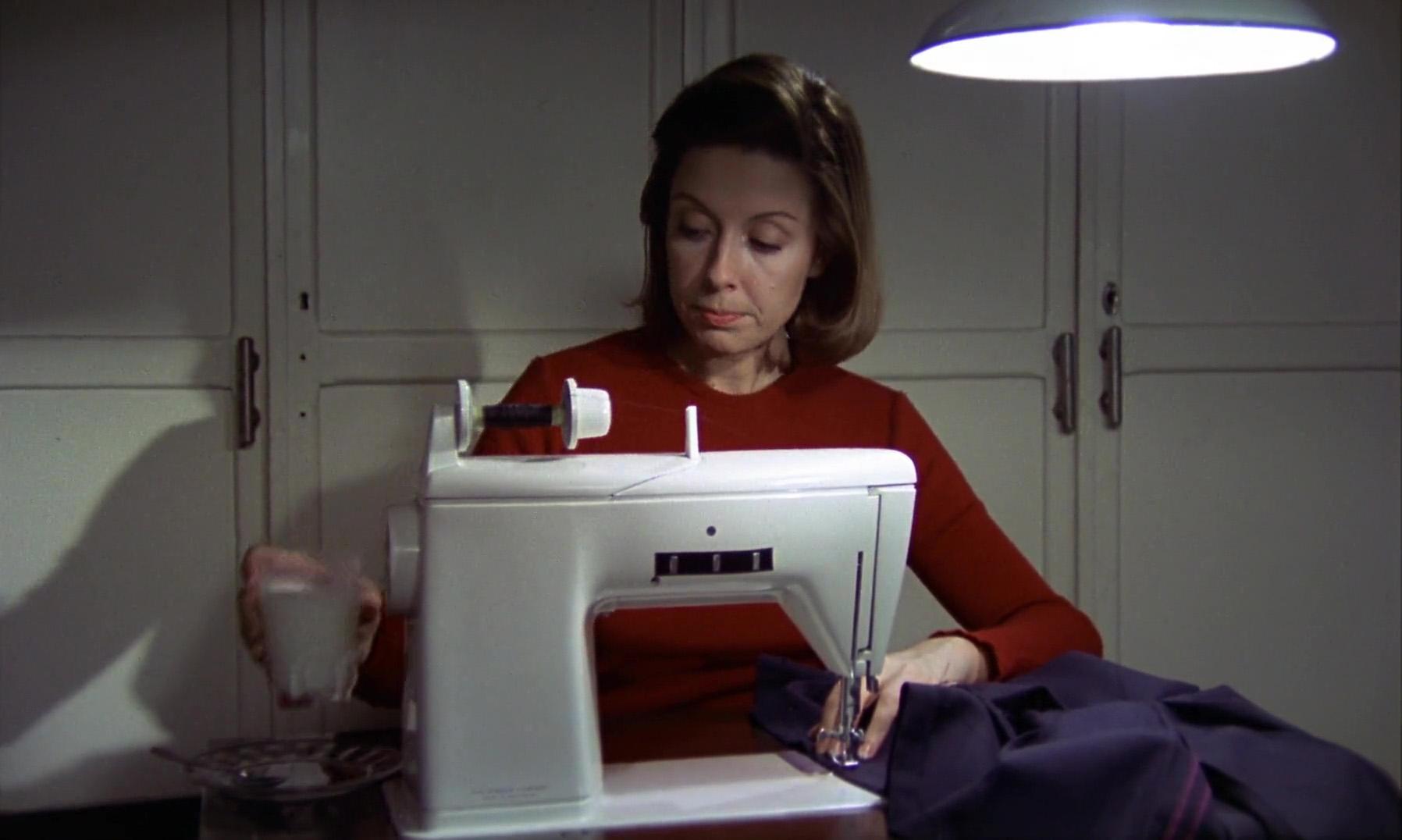 Mónica Randall in Cría cuervos (1976)
